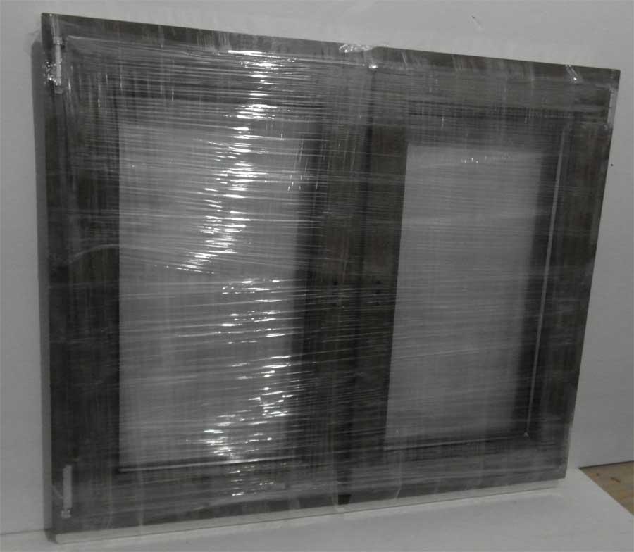 Упакованное окно в стретч пленку